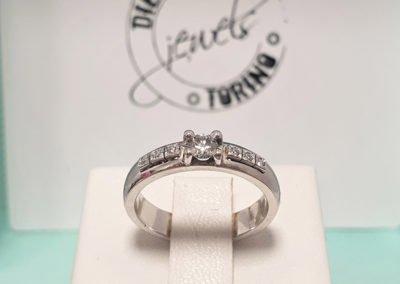 Anello in platino e diamanti realizzato interamente a mano