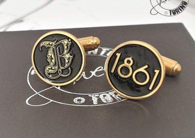 Gemelli personalizzati in argento dorato e smalto nero