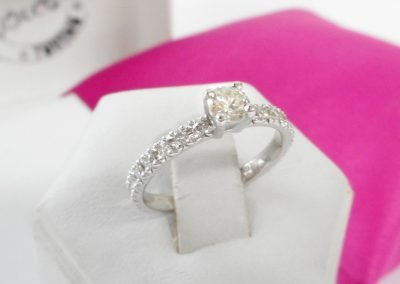 Gioiello per lei - Anello in oro bianco con diamanti