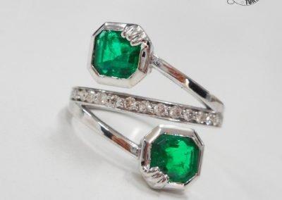 Gioiello per lei - Anello in oro bianco diamanti e smeraldi
