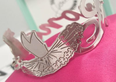 Idee regalo per i Testimoni - Bracciale da lastra con nome in argento rosato, dettaglio aereo