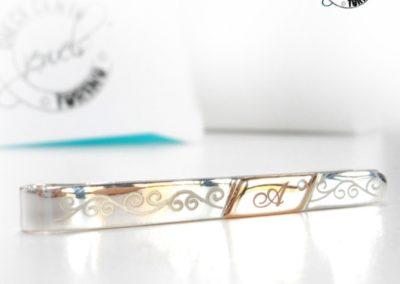 Idee regalo per i Testimoni - Fermacravatte uomo in argento con inserto in oro rosa, diamante e iniziale personalizzata