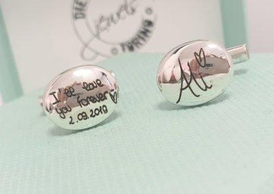 Idee regalo per i Testimoni - Gemelli in argento con incisione calligrafa